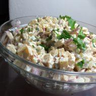 Cremiger Kartoffelsalat mit Gewürzgurken und Radieschen
