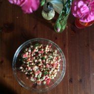 Kichererbsen-Salat mit Paprika, Dill und Kapern
