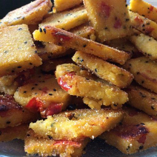Knusprige Polenta-Ecken mit Spinat und Kürbiskernen