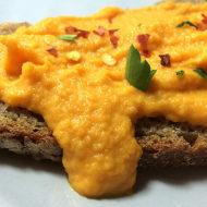 Möhren-Erdnuss-Creme mit Chili