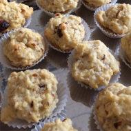 Quinoa-Scones mit Datteln und Mandeln