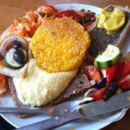 Butternutkürbis-Schnitzel mit Polentapanade
